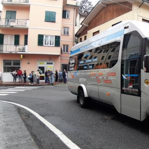 l'arrivo del bus con i sindaci 2