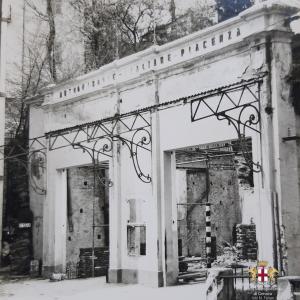 il vecchio edificio dove oggi sorge l'autorimessa a Torriglia