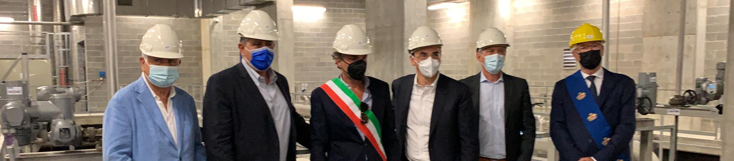 le autorità all'interno del depuratore di Rapallo