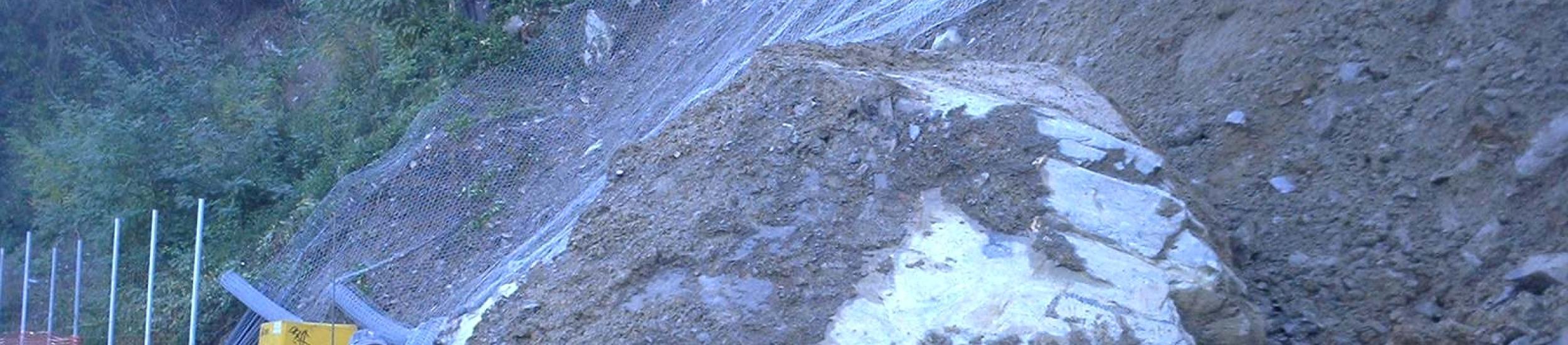 News: Frana di carasco, per riaprire la provinciale 586 si lavora anche di notte