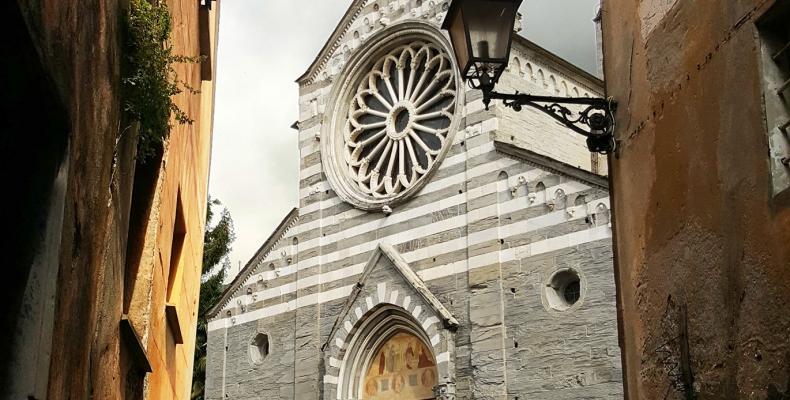 Cogorno, vicolo e Basilica di San Salvatore dei Fieschi