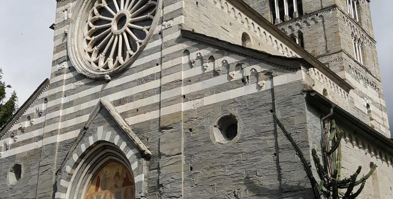 Cogorno, Basilica di San Salvatore dei Fieschi campanile e facciata