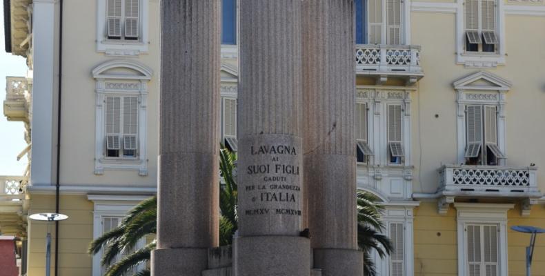 Lavagna,  Monumento ai caduti in Piazza Vittorio Veneto