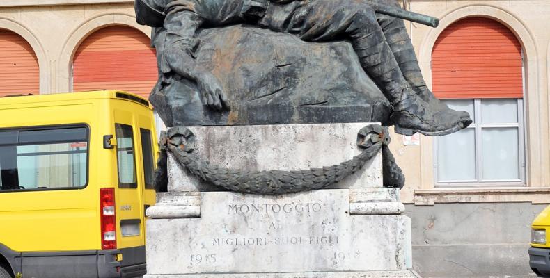 Montoggio, monumento ai caduti