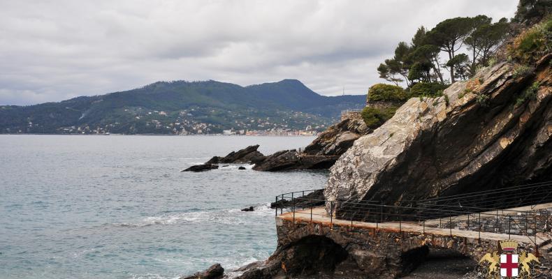 Zoagli, passeggiata a mare lato ponente e scogliera