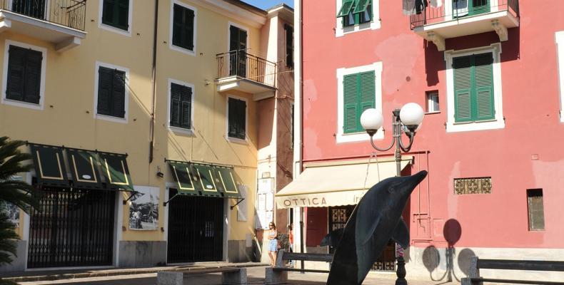 Cogoleto, scorcio piazza M. Raimondi