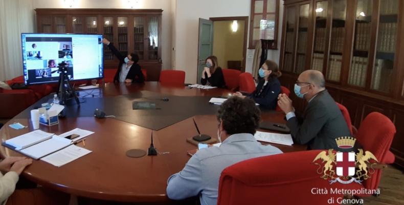 la seduta di consiglio seguita dai funzionari dalla postazione di P.le Mazzini