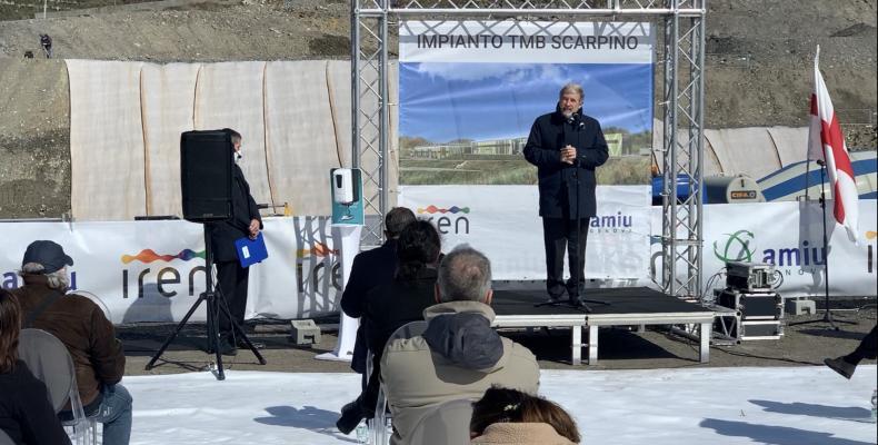 Il sindaco Marco Bucci alla cerimonia di posa della prima pietra del TMB di Scarpino