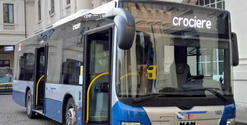 Bus ATP davanti alla stazione Marittima