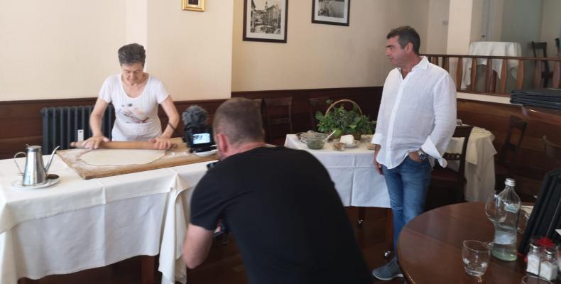 Le riprese del reportage sulla realizzazione della focaccia al formaggio di Recco