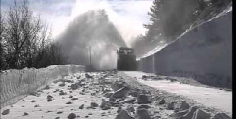 Turbina spazzaneve per liberare la strada al passo del Faiallo