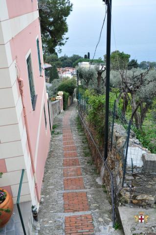 Pieve Ligure: Una crosetta ed il mare