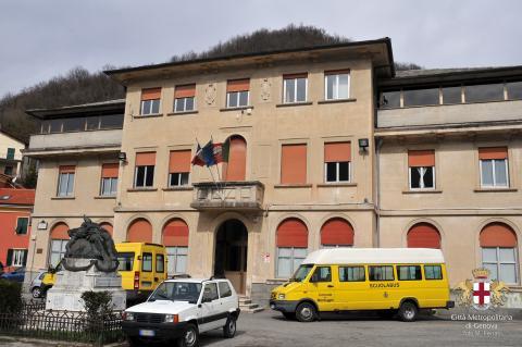 Montoggio, sede del Comune e scuola